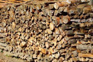 Chauffage à la bûche compressée écologique : son avantage par rapport au bois de chauffage traditionnel